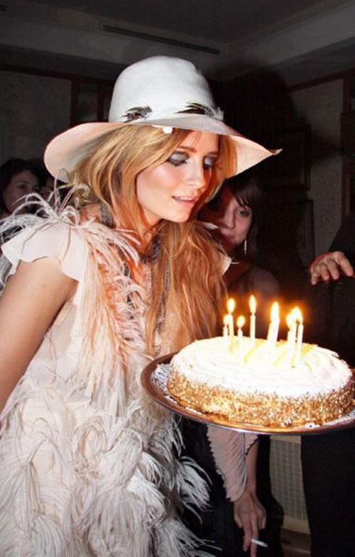 А заодно и отметила в Париже свой 23 день рождения.